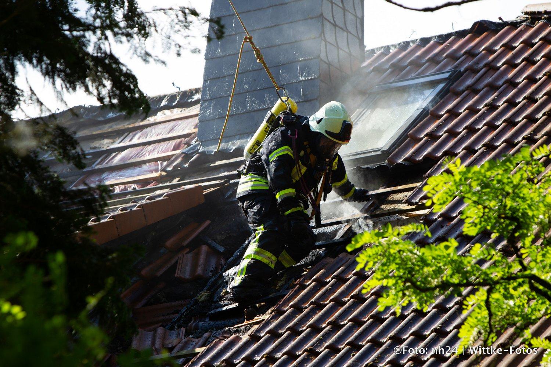 Gudensberg Feuerwehrleute bekämpfen Brand im Forsthaus
