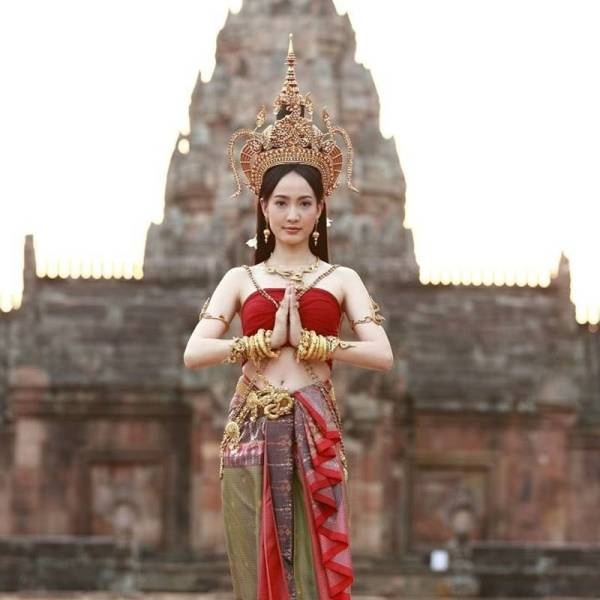 nang-taew-natapohn-gay-thuong-nho-vi-qua-xinh-dep (10)