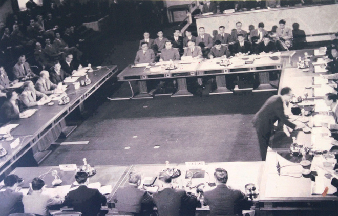 Sau khi Pháp thất thủ ở Điện Biên Phủ, ngày 8/5/1954, Hội nghị Geneva bắt đầu bàn về vấn đề Đông Dương.