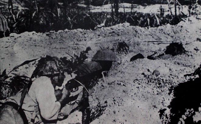 Đợt 2 của chiến dịch bắt đầu từ ngày 30/3 đến 30/4, tiến công vào tập đoàn cứ điểm phía Đông, gồm các ngọn đồi C1, E, D, A1. Trong đợt tiến công lần 2, một thời gian biểu mới được áp dụng cho bộ đội là ngủ ngày, đánh suốt đêm. Việt Minh dùng chiến thuật vây lấn bằng hệ thống giao thông hào dần bao vây, siết chặt, đào hào cắt ngang cả sân bay, vào tận chân lô cốt cố thủ của địch.