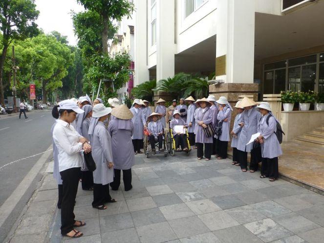 Image result for Biêu tình Dòng Thánh Phaolo