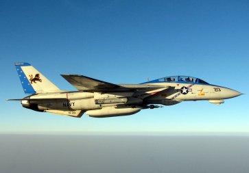 F-14 Tomcat thuộc tàu sân bay Theodore Roosevelt (CVN-71) bay trên không phận vịnh Persian ngày 10/10/05