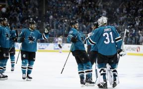 Sharks comemoram shut out de Martin Jones