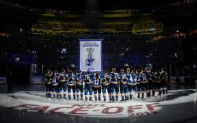 Blues sobe banner de campeão na Opening Night