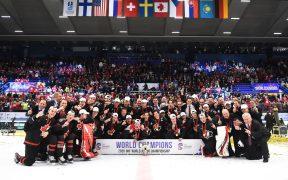 Canadá celebra medalha de ouro no Mundial de Hockey Júnior