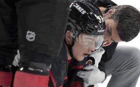 Andrei Svechnikov se lesiona contra Boston