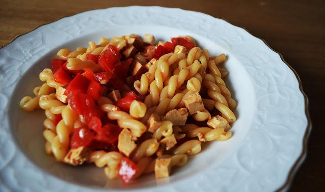 Veganismus: Rezept für sommerlichen Nudelsalat.