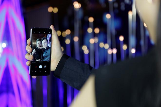 Ban da selfie dung cach khi di du lich mot minh? hinh anh 6
