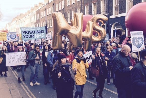 nhsmarch golden balloons