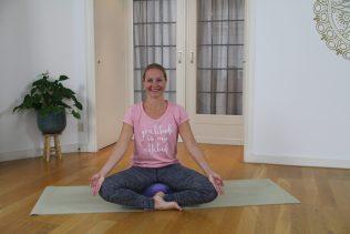NiceDay blog: Hoe hou je online yoga thuis het beste vol?