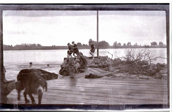 Carruthers Family Album, Carruther's Point, Kingston, 1893- 1903. Queen's University Archives.