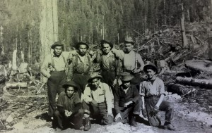 Tla'amin logging crew, date unknown. Note the young boys on the bottom right of the photo. Courtesy of Tla'amin Treaty Society Archives.