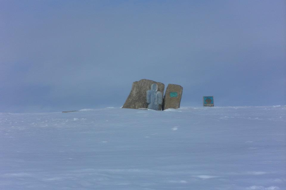 A monument to the original townsite outside of the town of Resolute Bay, Nunavut.