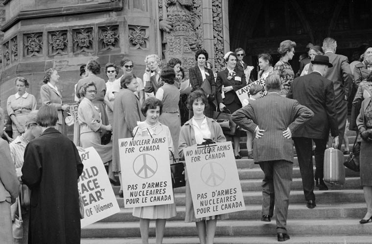 Women protesting against nuclear armaments for Canada, September 1961. Duncan Cameron photograph, Library and Archvies Canada, PA-209888