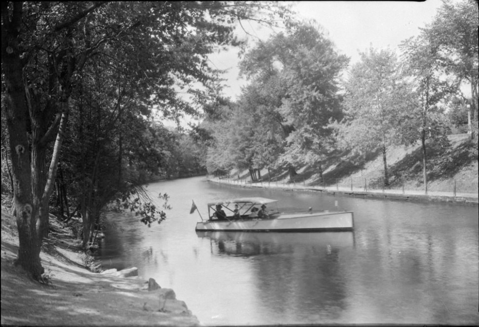 A pleasure boat floating on the Rideau Canal.