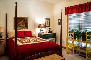 bedroom-382152_640