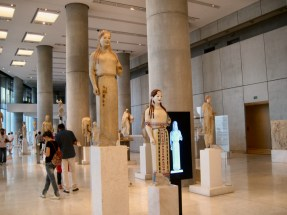 View of the museum interior. At the forefront, a statue is visible, as it is today, and as it was back in the day (coloured).