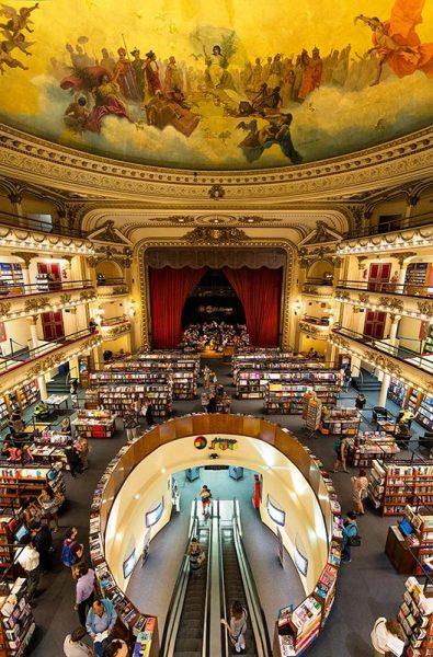 Internos de la libreria Ateneo Grand Splendid en Buenos Aires