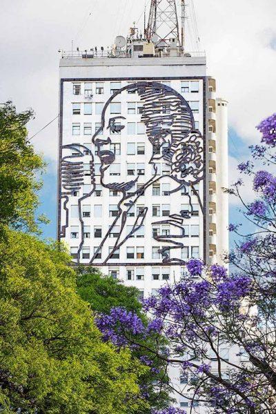 Imagen de Evita Peron sobre la Avenida 9 de Julio