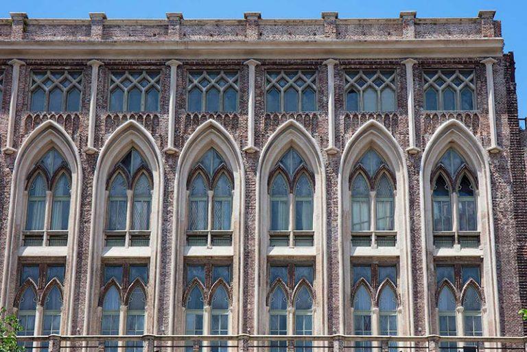Una fachada de la facultad Ingenieria de Buenos Aires