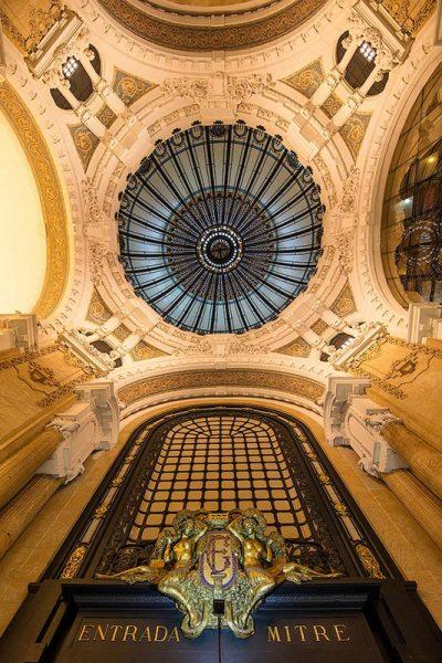 La cupula interna della Galleria Guemes a Buenos Aires