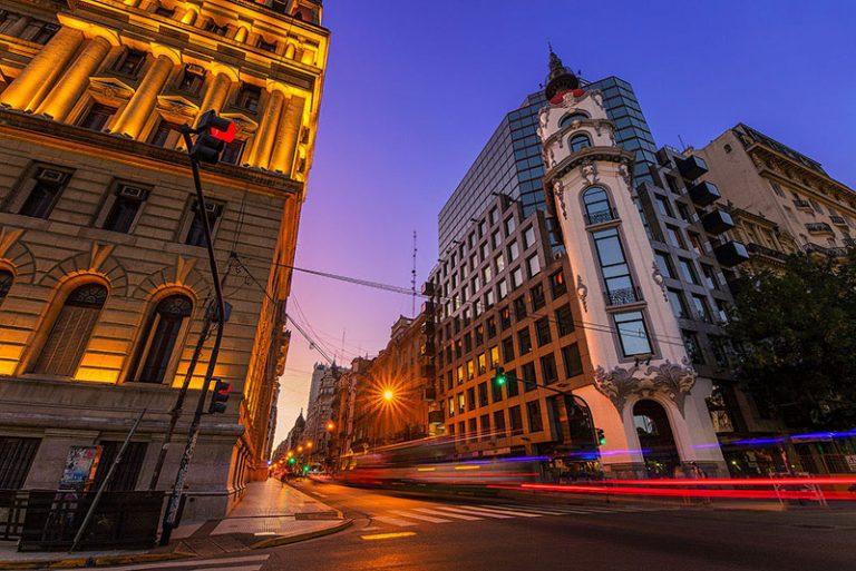 Il Mirador Massue e il Palazzo di Giustizia al crepuscolo