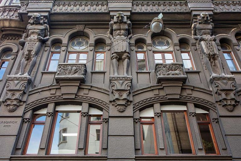 Gli Atlanti dell'edificio Otto Wulff