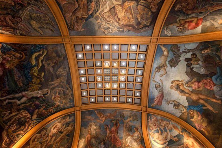 Frescos adentro de la Galeria Pacifico de Buenos Aires