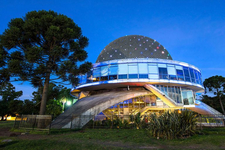Il Planetario Galileo Galilei di Buenos Aires al crepuscolo
