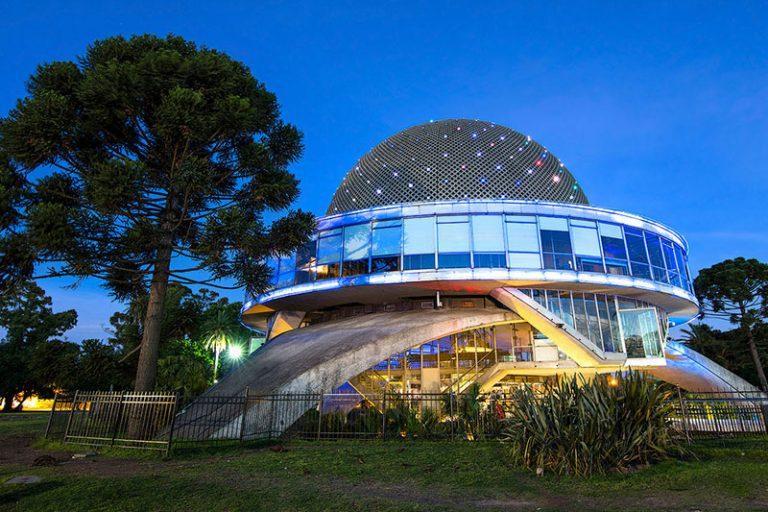El Planetario Galileo Galilei de Buenos Aires al crepusculo