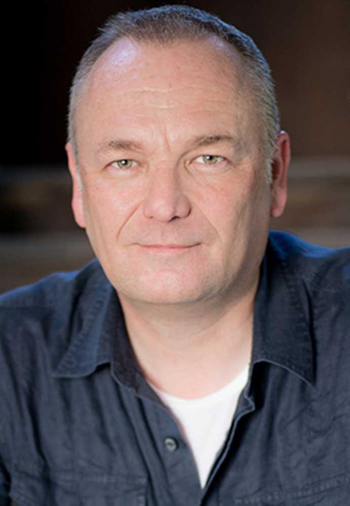Retrato de Gavin Gough