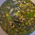 Salzlake mit Gemüse und Gewürzen
