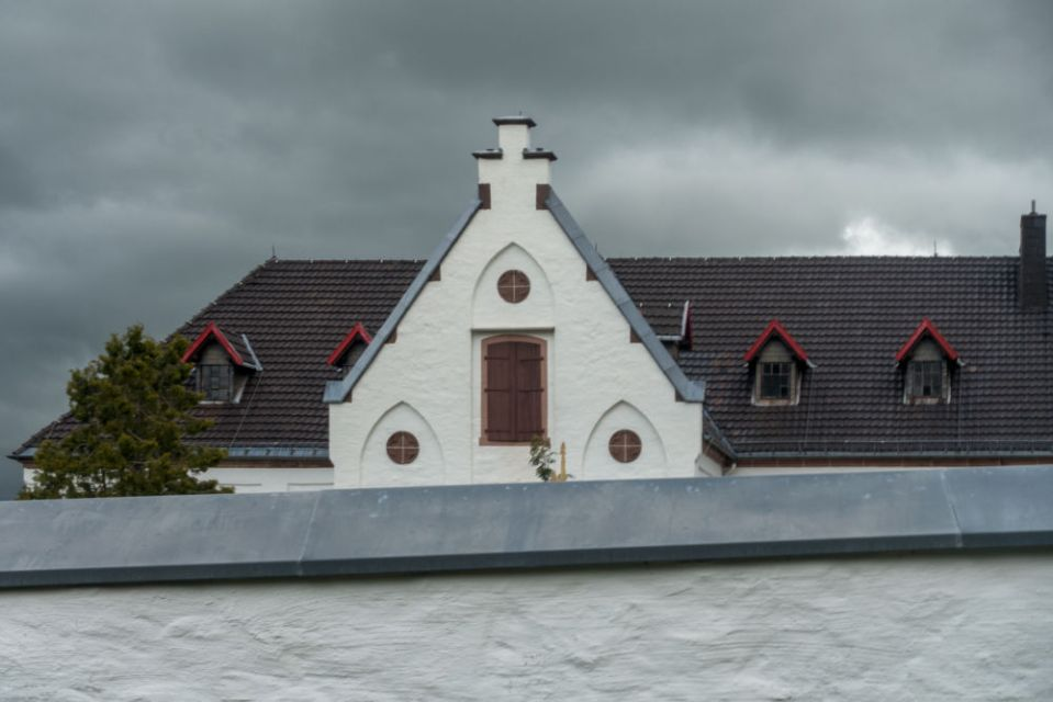 Blick über die Klostermauer