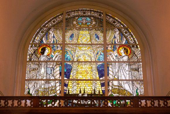 Segen auf die Stadt - Kirchenfenster im Michel