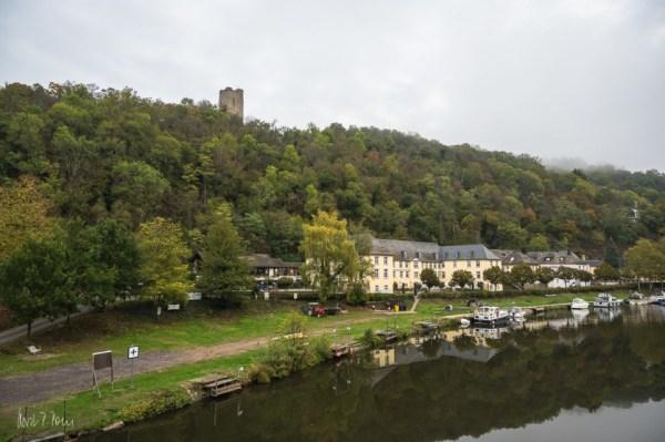 Die Laurenburg, darunter Schloss Laurenburg