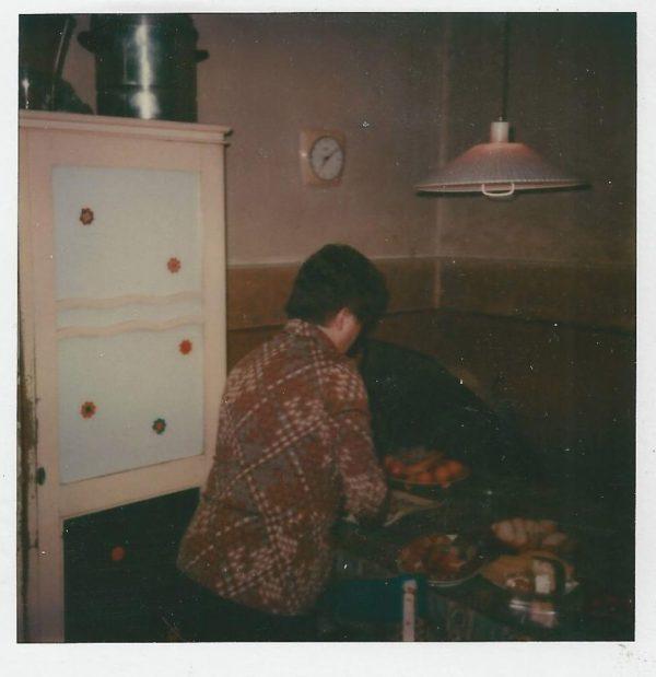 Mutti beim Essen Vorbereiten