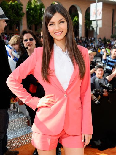 KCA 2012: Cool Justice|Victoria Justice dropped the usual dress routine and strutted her stuff in a salmon shorts-suit.