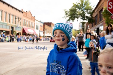 outdoor lifestyle event photography at a parade by MN lifestyle photographer Nicki Joachim Photography of Owatonna Minnesota