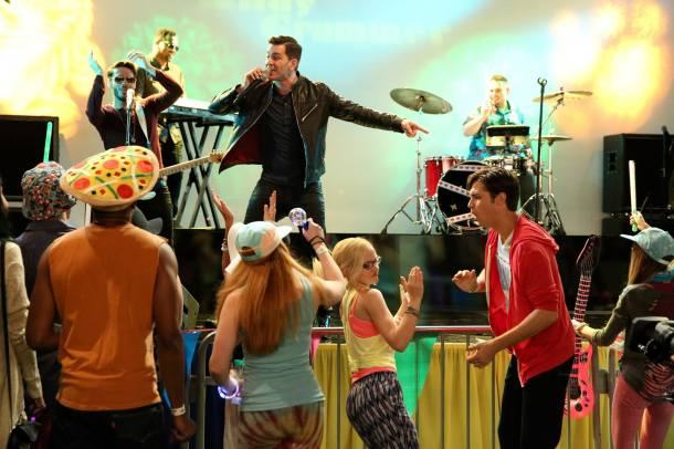 """Credit: LIV AND MADDIE – """"SPARF-A-Rooney"""" – Maddie and Diggie try to """"out-fun"""" each other at a local music festival as Liv tries to help Andie get over her breakup. This episode of """"Liv and Maddie"""" airs Sunday, August 16 (9:00 PM – 9:30 PM ET/PT), on Disney Channel. (Disney Channel/Adam Taylor)"""