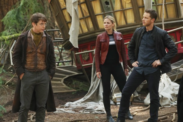 """ONCE UPON A TIME - """"The Savior"""" - As """"Once Upon a Time"""" returns to ABC for its sixth season, SUNDAY, SEPTEMBER 25 (8:00-9:00 p.m. EDT), on the ABC Television Network, so does its classic villain-the Evil Queen. (ABC/Jack Rowand) HANK HARRIS, JENNIFER MORRISON, JOSH DALLAS"""