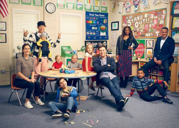 "SINGLE PARENTS - ABC's ""Single Parents"" stars Leighton Meester as Angie, Jake Choi as Miggy, Mia Allan as Emma, Ella Allan as Amy, Tyler Wladis as Graham , Marlow Barkley as Sophie, Taran Killam as Will, Kimrie Lewis as Poppy, Devin Trey Campbell as Rory, and Brad Garrett as Douglas. (ABC/F. Scott Schafer)"