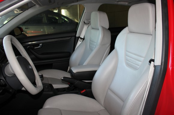 Platinum Silver Seats + Steering Wheel