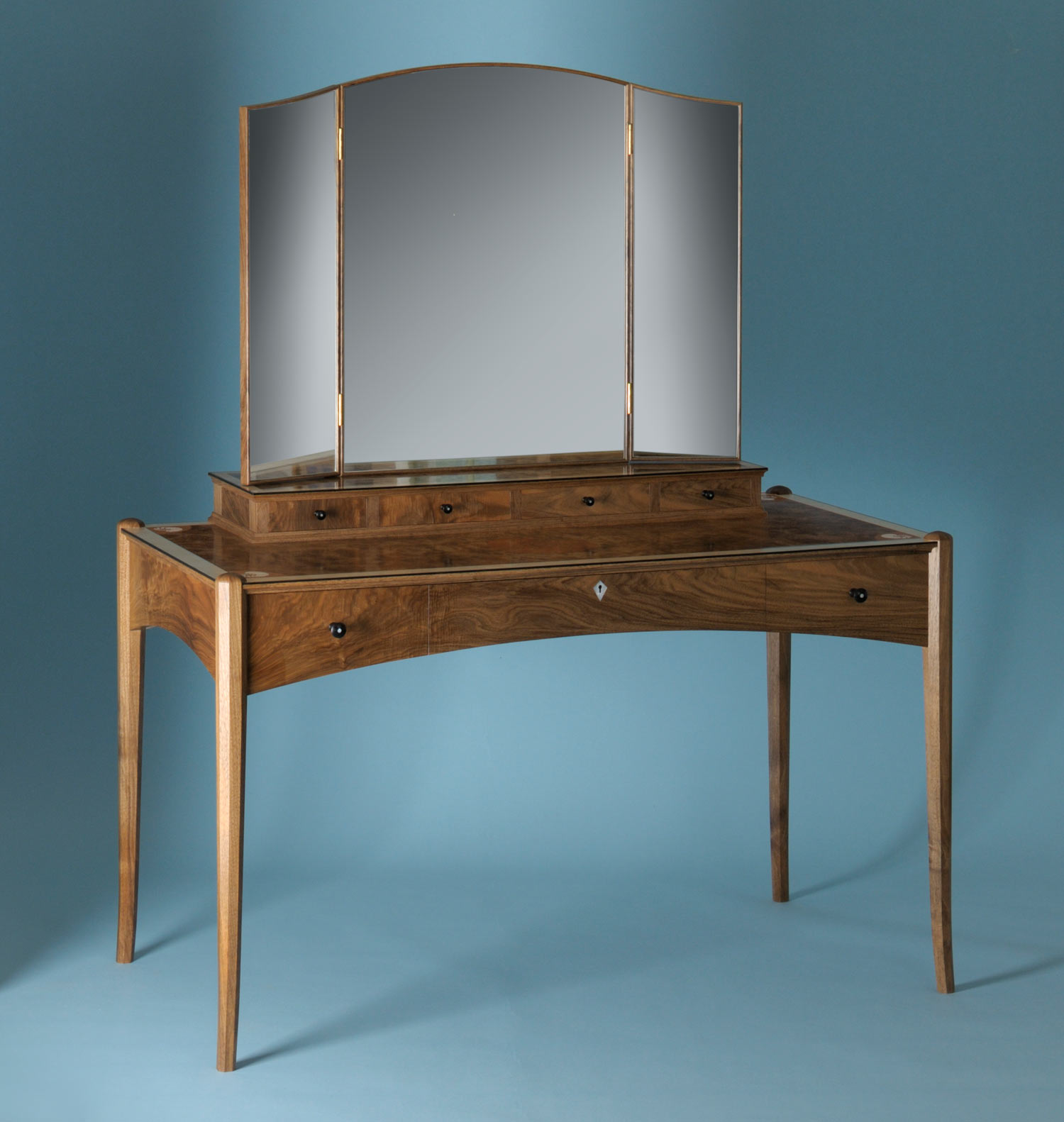 Shell dressing table