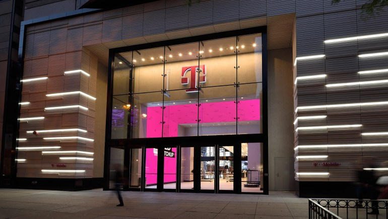 T-Mo-Chicago-Exterior