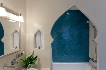 View of the shower/bathtubo with Moroccan tiles and entryway.