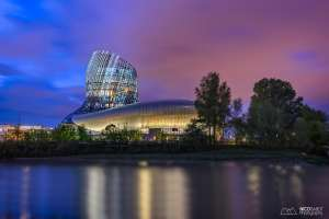 Blue hour at cite du vin Bordeaux photo by Nico Babot