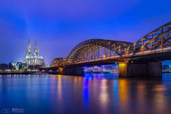 Koln at blue hour - Photo by Nico Babot