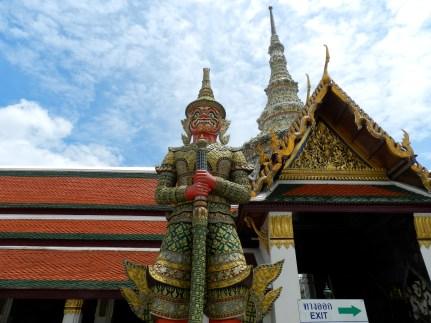 Démons géants, gardiens des portes du temple.