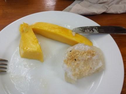 Mon dessert préféré que je pourrait manger à vie !! Mango sticky rice coconut, à se damner