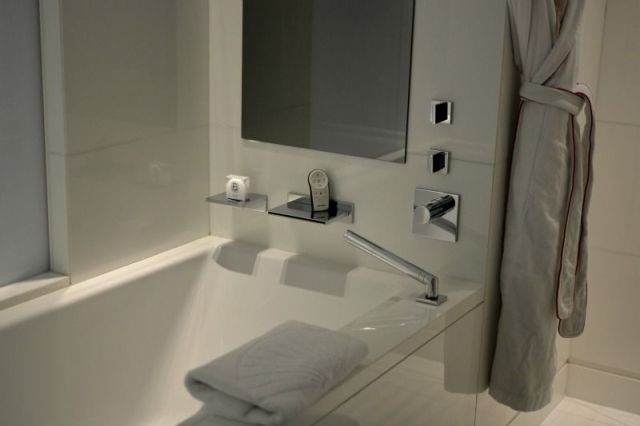 mandarin-oriental-paris-bathroom-5